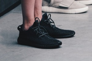 yeezyboost350再販?pirate black4