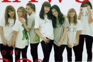 e-girlsユニクロkaws2